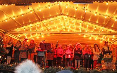 Chor auf dem Weihnachtsmarkt